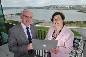 REPRO FREE Spin Out Licensed to Capitalise on Blue Economy: Pictured at the licensing by UCC of the first marine renewable software to Exceedence, are UCC VP for Research & Innovaion Professor Anita Maguire and Dr. Ray Alcorn, Exceedence. Pic Daragh Mc Sweeney/Provision