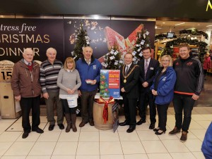 REPRO FREE 08/12/2015 The Lord Mayor Cllr. Chris O'Leary launching the SVP 'Giving Tree' at Merchant's Quay Shopping Centre with SVP volunteers John McSweeney, Finbarr Bevin and Ann Foley, Gerry Garvey (Regional Co-ordinator SVP), Ray O'Callaghan (Marks & Spencer Cork Manager),  Munster rugby player Stephen Archer, Rose Hudson (Vice-President SVP S/W Region), Junior Locke (Vice-President SVP S/W Region), Christy Lynch (Regional President SVP S/W Region), Goronwy Emmanuel (Centre Manager), Ray O'Callaghan (Marks & Spencer Cork Manager), Anne McKernan (Fundraising Officer SVP) and Munster rugby player Stephen Archer. Donations of gifts can be left at the tree in Merchant's Quay S/C. Photo: Billy macGill