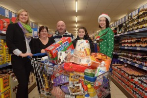 No Reproduction Fee Pictured at the Lidl Clonakilty Trolley Dash was Lorraine Flynn, Castlefreake, Clonakilty, who manager to grab Û300 worth of groceries in just 2 minutes. Pictured with Lorraine are Kristina Kapsali, Sales Operations Manager, Lidl, Anthony and Caitlin Keating and Valerija Simkiciene, Sales Supervisor, Lidl Clonakilty. Photo John Sheehan Photography